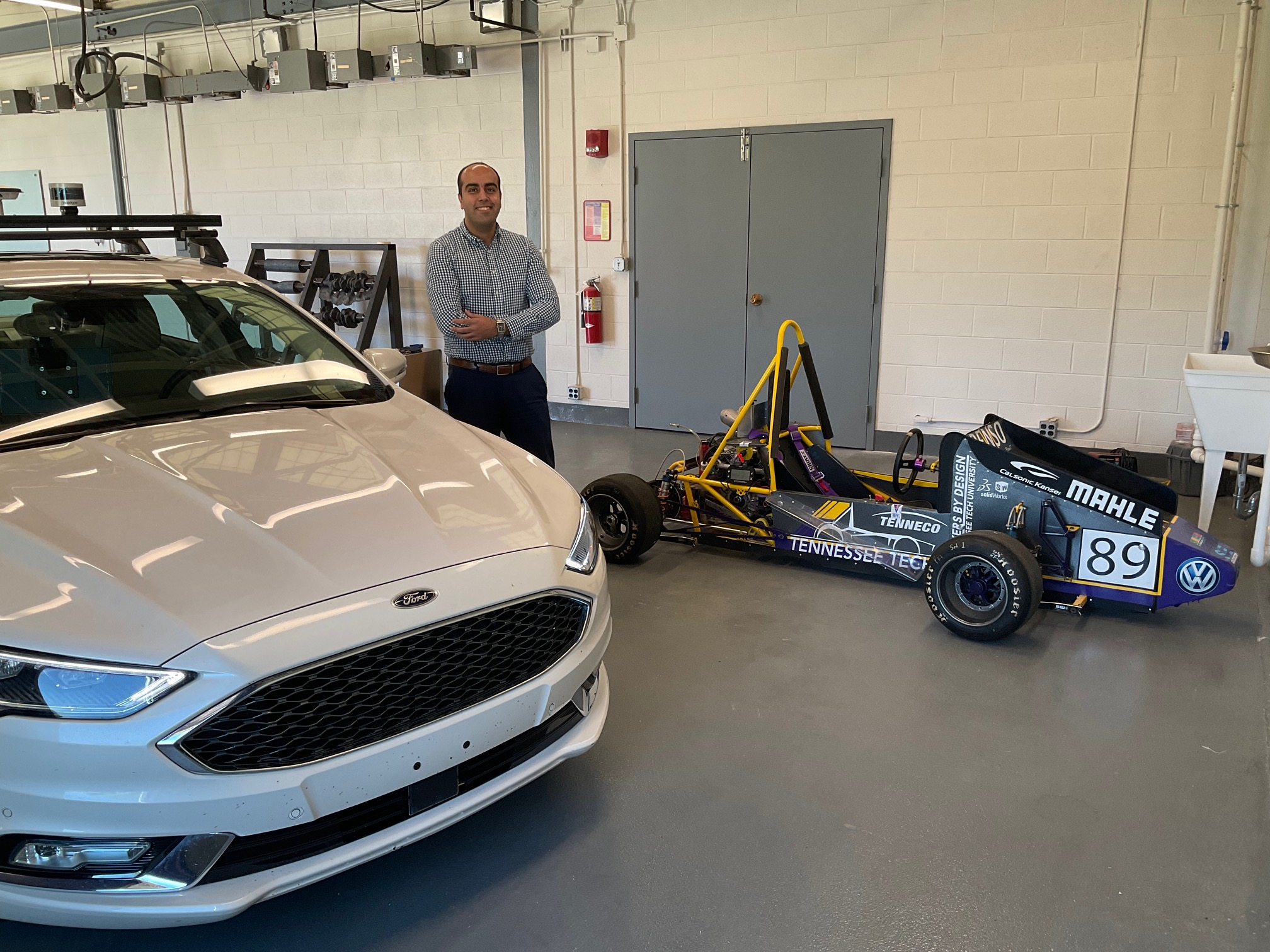 Research platform for testing connected and autonomous vehicles in a virtual environment
